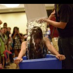 Veronica's Ice Bucket Challenge. Crédit : Kyle Nishioka