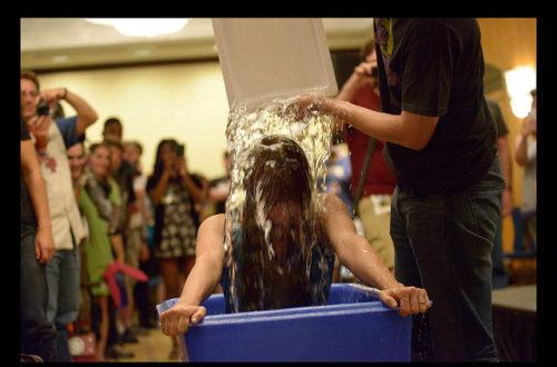 Article : Ice Bucket Challenge: de la maladie de Charcot à Ebola!